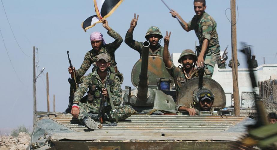 الجيش يقترب من تقاطع الطبقة ويتابع عملياته بعد العاصفة الغبارية