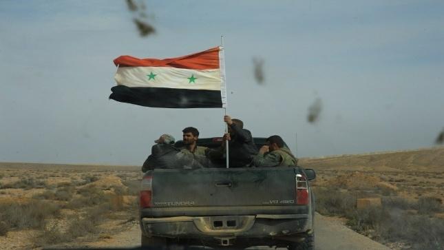 الجيش يسيطر على مفرق الرصافة ومحطتي ضخ النفط وكهرباء الطبقة بريف الرقة