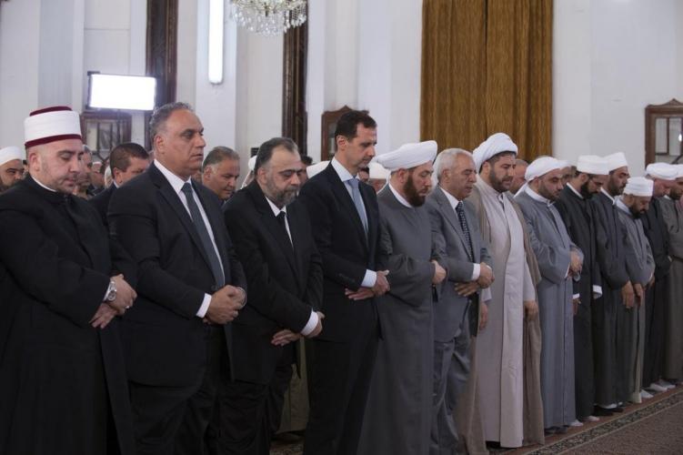 الرئيس الأسد يؤدي صلاة عيد الفطر في حمص