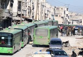 خروج الدفعة الأولى من المسلحين وعائلاتهم عبر معبر الراموسة شرق حلب